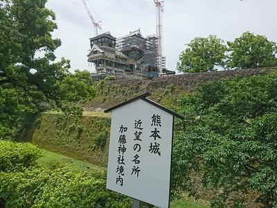 大小天守の再建(加藤神社境内から)