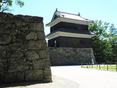 西櫓と石垣