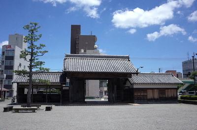 鷲の門(城内側から)