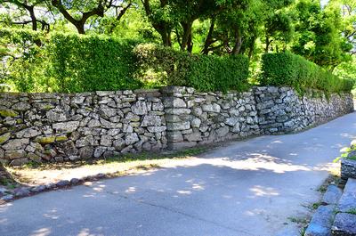 表御殿庭園の東外側にある石垣(2)