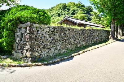 表御殿庭園の東外側にある石垣(1)