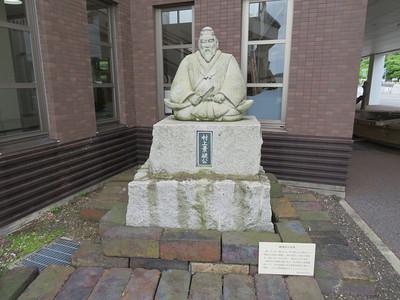 村上景親公の石像