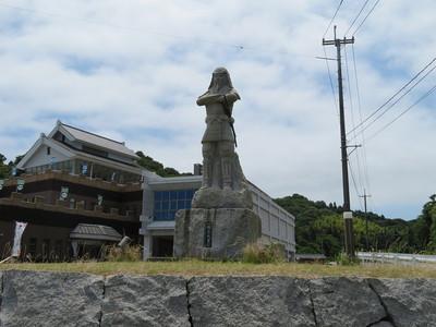 村上元吉公の石像