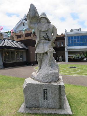 村上武吉の石像