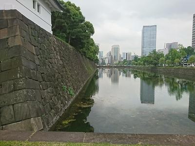 凱旋濠(桜田門側から)