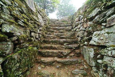 本丸跡、石段へ