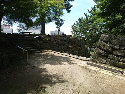 東御門と月見櫓跡