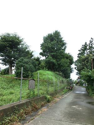 蓮上院土塁と濠跡の暗渠