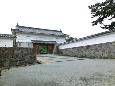 銅門・櫓門と桝形