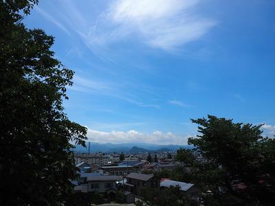 鶴ヶ城から見た向羽黒山城