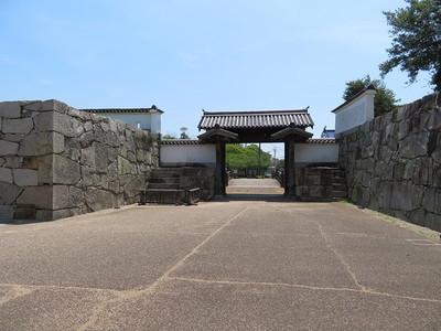 大手高麗門(枡形内から)