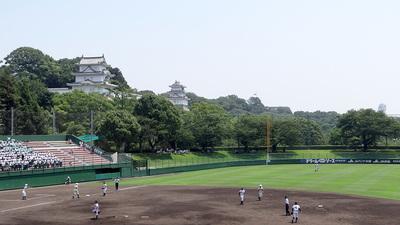 球場から見た両櫓(1塁側内野スタンド)