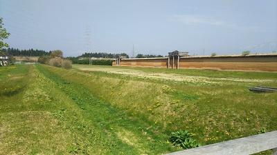 外大溝と築地塀(東北自動車道側)