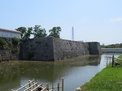 本丸北西側石垣と堀