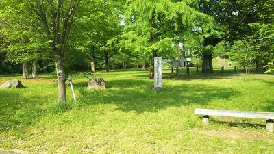 下屋敷跡と石碑