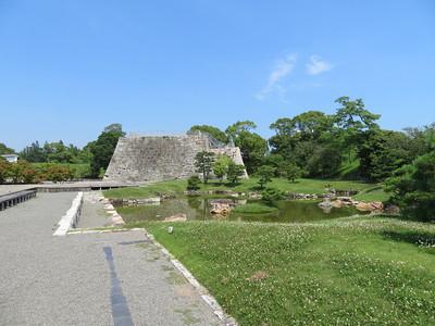 大池泉と天守台