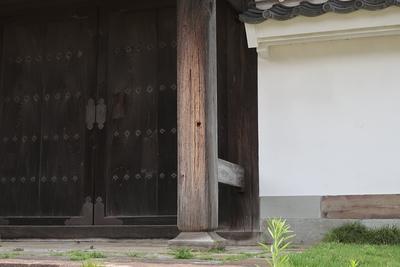 弘道館正門に残る弾痕