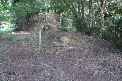 穴ヶ崎櫓台跡の土塁
