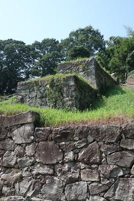 壇状土塁石垣