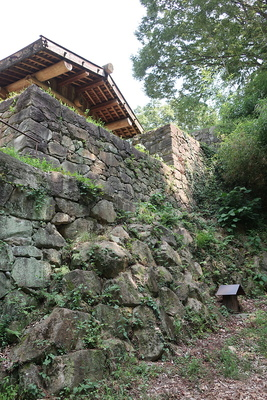 大手虎口の石垣
