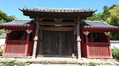 万松院の門