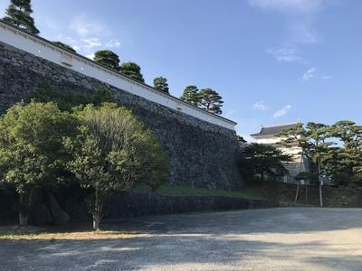 三ノ丸高石垣と箕輪門