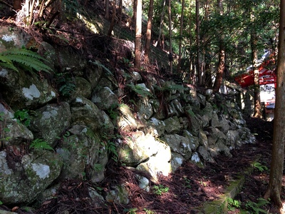 北畠神社背後の石垣