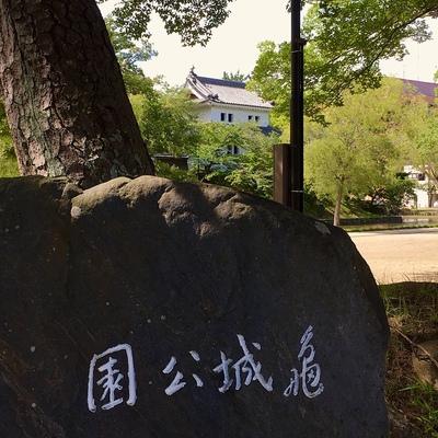 城址碑と東櫓