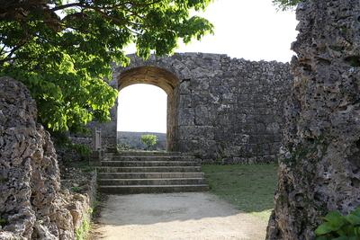 一の郭石門