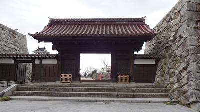 千歳御殿の門