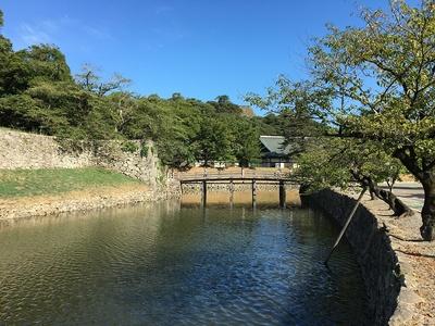 表門橋と内堀