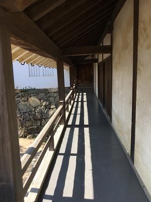 太鼓門櫓の高欄付き廊下