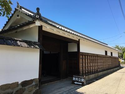 旧池田屋敷長屋門