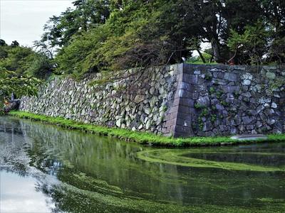 中堀と石垣2