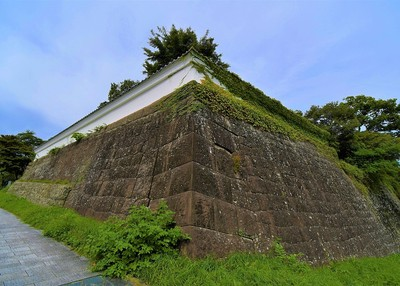 大手門跡北東石垣と土塀