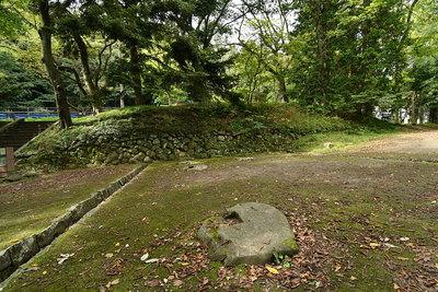 巽門跡石垣と礎石