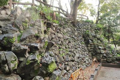 鉄門跡付近の石垣