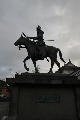 戸田氏鉄公像