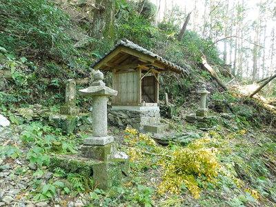 城主の墓と供養塔