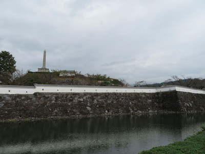 内堀ごしに甲府城