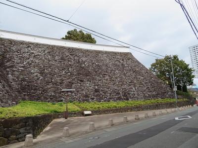 稲荷曲輪の石垣(東側)