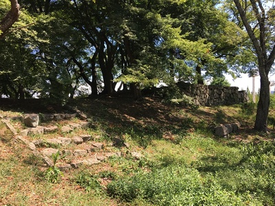 山崎曲輪の三重櫓台
