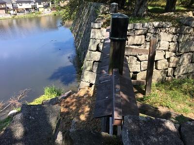 山崎御門跡と内堀