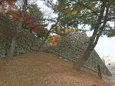 蜜柑丸からの東御門と月見櫓石垣