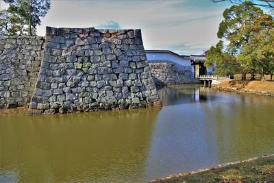 本丸横矢櫓台と厩口門(東側)