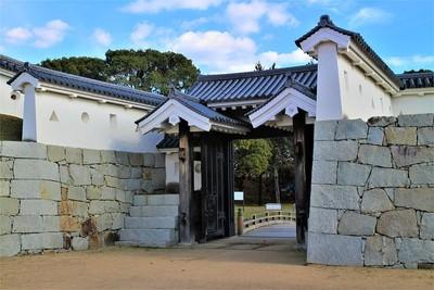 厩口門(西側)