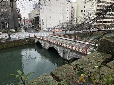 瓦御門跡から御本城橋を望む