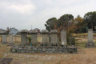 生駒家墓碑