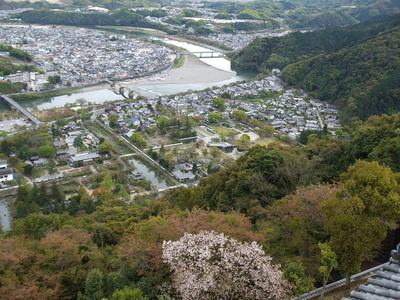 天守閣最上階からの錦帯橋の眺望