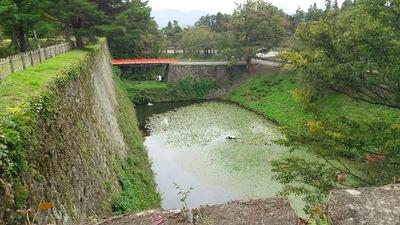 茶壺櫓跡から見る水堀